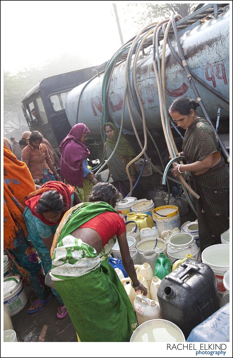 rachel_elkind_delhi_slum_india_16