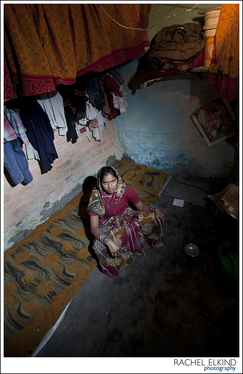 rachel_elkind_delhi_slum_india_22