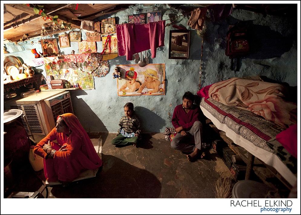 rachel_elkind_delhi_slum_india_27